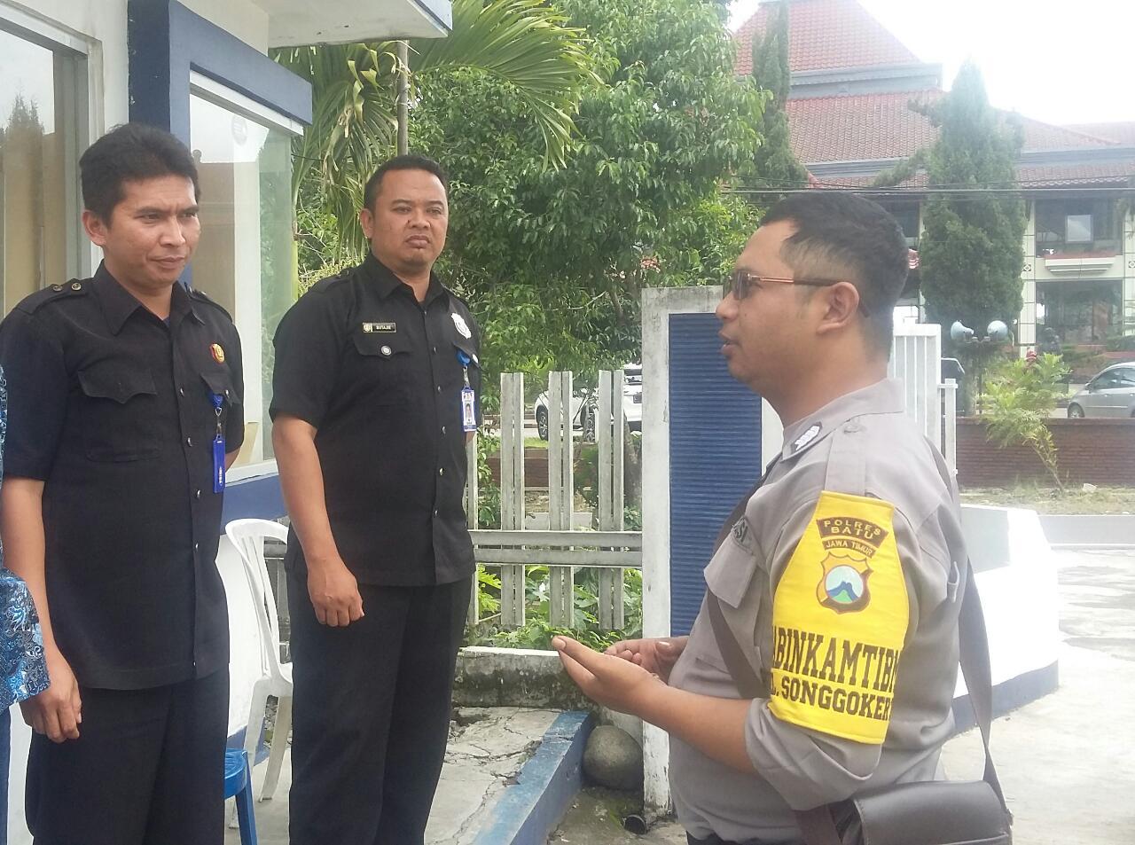 Binmas Polsek Batu Kota Polres Batu Kunjungi Kelompok Pam Swakarsa