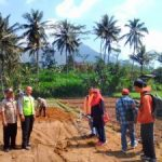 Polsek Ngantang Polres Batu Turut Serta Awasi Pembangunan Penangkaran Burung di Waturejo