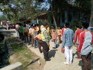 Polsek Kasembon Polres Batu Melaksanakan Pembinaan Pelajar Dalam MAteri Baris Berbaris