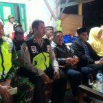 Bhabinkamtibmas Songgokerto Polsek Batu Kota Polres Batu Menghadiri Dan Melaksanakan Pengamanan Kegiatan Masyarakat Bersih Desa Kelurahan Songgokerto