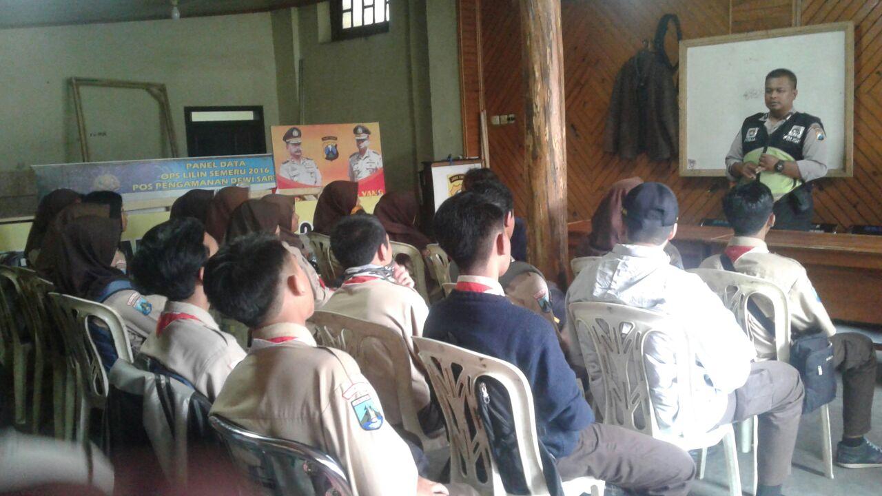 Kanit Binmas Polsek Batu Polres Batu Memberikan Binluh kepada Saka Bhayangkara Dalam pelaksanaan Pengamanan tahun Baru 2018