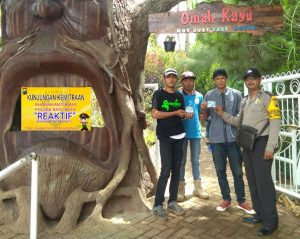 Anggota Bhabin Polsek Batu Polres Batu Tingkatkan Sinergitas Kunjungi Tempat Wisata Paralayang