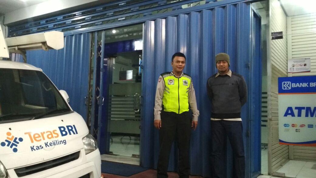 Anggota Polsek Bumiaji Polres Batu Giatkan Patroli Kemitraan Bersama Warga Berikan Rasa Aman Di Wilayah