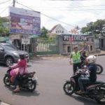 Anggota Polsek Bumiaji Giatkan Poros Pagi di Simpul Jalan Antisipasi Libur Panjang