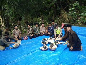 Anggota Bhabinkamtibmas Polsek Batu Kota Polres Batu Menghadiri Acara Giat Selamatan Di Desa Binaan