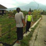 Anggota Polsek Batu Kota Polres Batu Melaksanakan Patroli Sambang Tinjau Proyek Plengsengan Jalan Paving