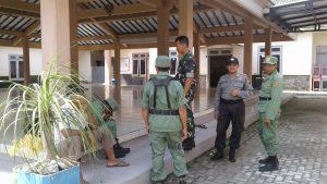 Anggota Bhabinkamtibmas Desa Kaumrejo Polsek Ngantang Polres Batu Laksanakan Giat Binluh Pada Linmas Tunjang Kinerja Kerja