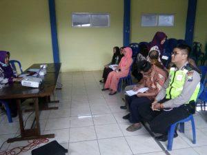 Anggota Bhabinkamtibmas Polsek Pujon Polres Batu Hadir Dalam Giat Musyawarah Mufakat Desa Binaan