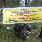 Anggota Bhabin Polsek Batu Polres Batu Giatkan Pemasangan Benner Himbauan Tertib Berlalu Lintas Untuk Menekan Angka Laka Lantas