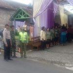 Anggota Polsek Junrejo Polres Batu Dengan Babinsa Melaksanakan Pengamanan kegiatan keibadahan
