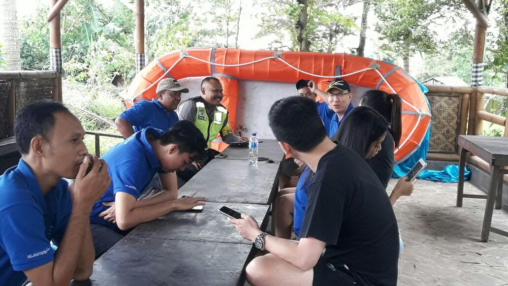 Anggota Bhabin Polsek Junrejo Polres Batu Dialogis Dengan Wisatawan Kota Batu