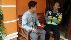 Anggota Bhabinkamtibmas Polsek Batu Kota Polres Batu Kunjungi Tokoh Pemuda
