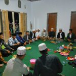 Anggota Bhabin Polsek Pujon Polres Batu Patrili Sekligus Hadiri Pengajian Warga Untuk Menjaga Wilayah Kondusif