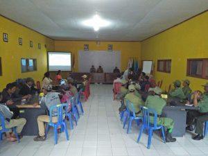 Bhabinkamtibmas Wiyurejo Polsek Pujon Polres Batu bersama PMI Kabupaten Malang
