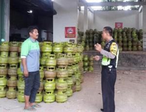 Dalam Rangka Upaya Preemtif Polri Antisipasi Kelangkaan LPG 3 Kg,  Bhabinkamtibmas Polsek Batu Polres Batu Sambang Ke Supleyer LPG 3 Kg