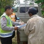 Anggota Bhabinkamtibmas Polsek Kasembon Polres Batu Laksanakan Sambang ke Petani Sampaikan Kamtibmas