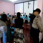 Anggota Polsek Ngantang Polres Batu melaksanakan Pengamanan giat Ibadah Misa di Gereja GKJW