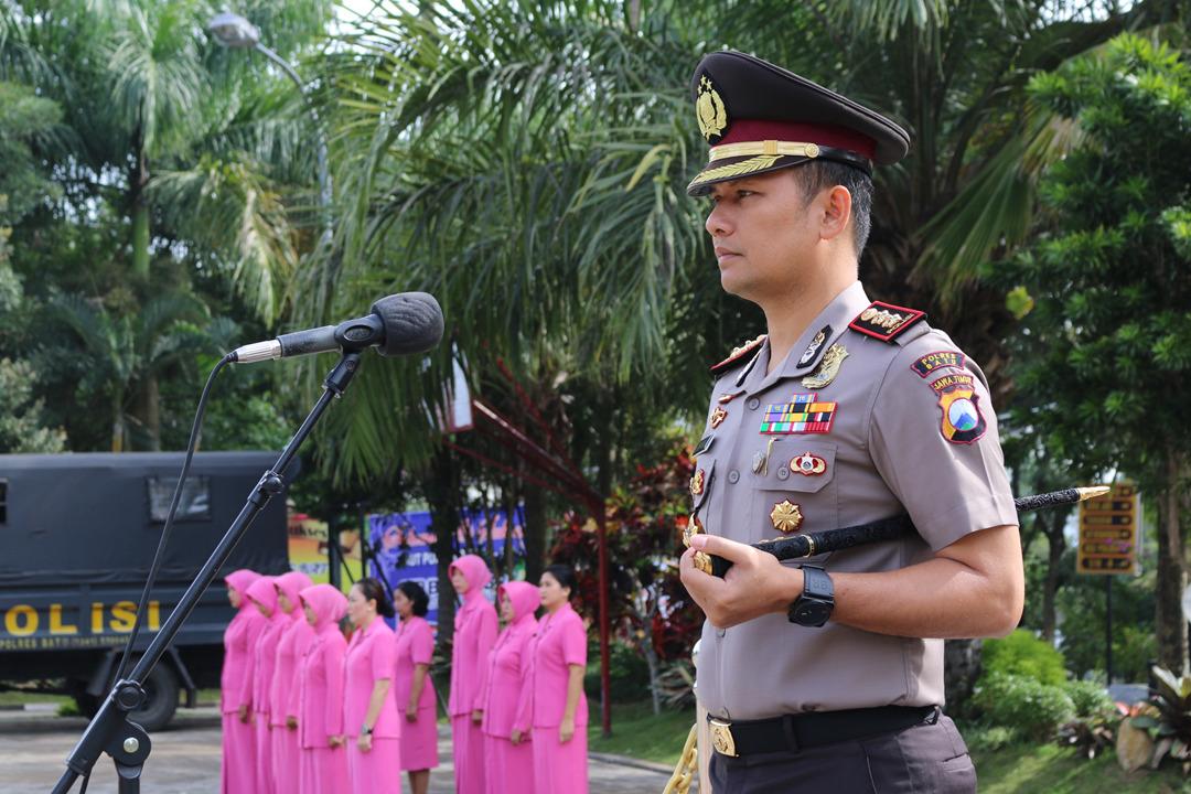 Kapolres Pimpin Upacara Korp Raport Kenaikan Pangkat Anggota Polres Batu