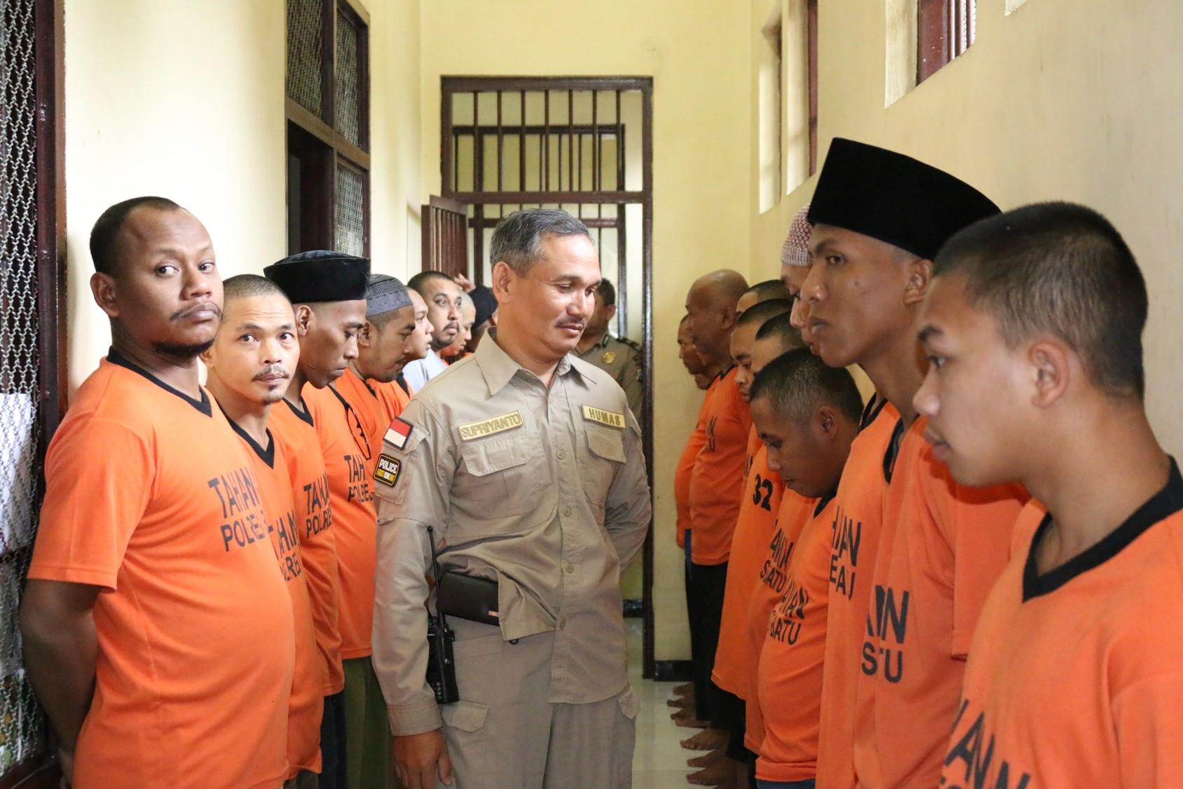 Anggota Polres Batu Tingkatkan Keamanan Mako Kontrol Tahanan Setiap Pagi Dan Malam