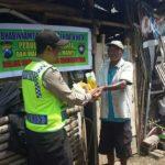 Bhabinkamtibmas Songgokerto Polsek Batu Kota Polres Batu Lakukan Giat Bagi Sembako Peduli Kaum Dhuafa