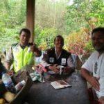 Berikan Pesan Kamtibmas, Bhabinkamtibmas Polsek Ngantang Polres Batu Sambang ke Orang Asing di Wilayah Ngantang