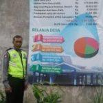 Anggota Bhabinkamtibmas Polsek Ngantang Polres Batu Sambang Desa Sumberagung Lakukan Pengawalan Dana Desa