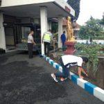 Polsek Pujon Polres Batu Laksanakan Kerja Bhakti di Mako Polsek  Jaga Kebersihan Mako