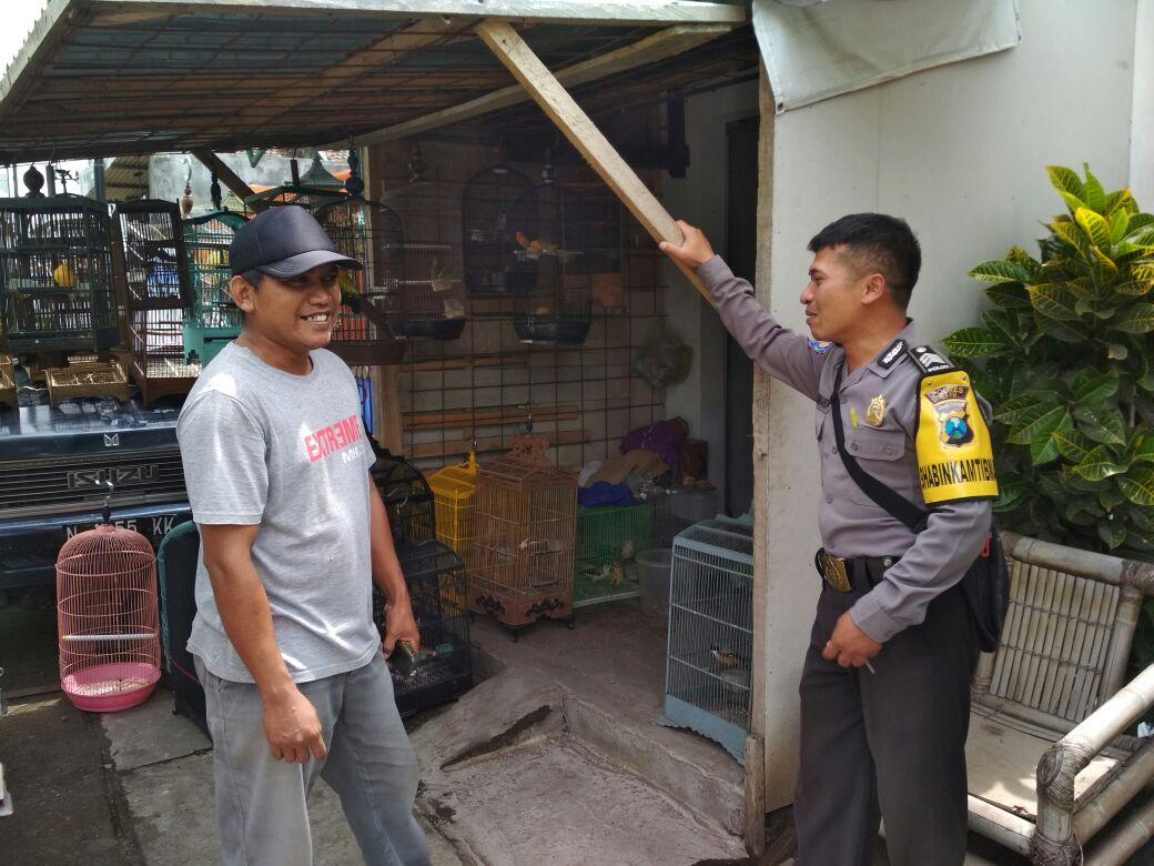 Polres Batu Pintu Ke Pintu Sosialisasi Dengan Peternak Burung Kicau Anggota Bhabinkamtibmas Pendem Polsek Junrejo Polres Batu
