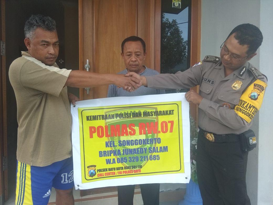 Kemitraan Polisi Polres Batu dengan Masyrakat Ketua RW 7 Kel Songgokerto Mitra Polmas Kel Songgokerto