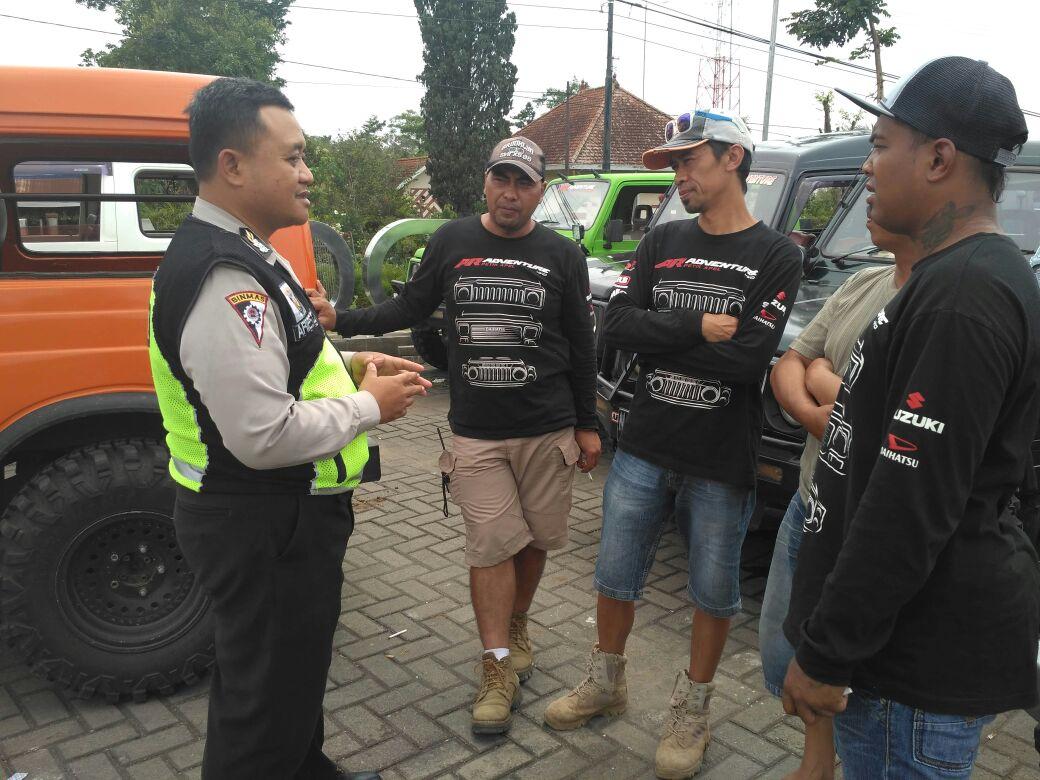 Anggota Polsek Batu Polres Batu Laksanakan Patroli Tatap Muka Sosialisasikan Tamu Wajib Lapor Kepada Tokoh Pemuda