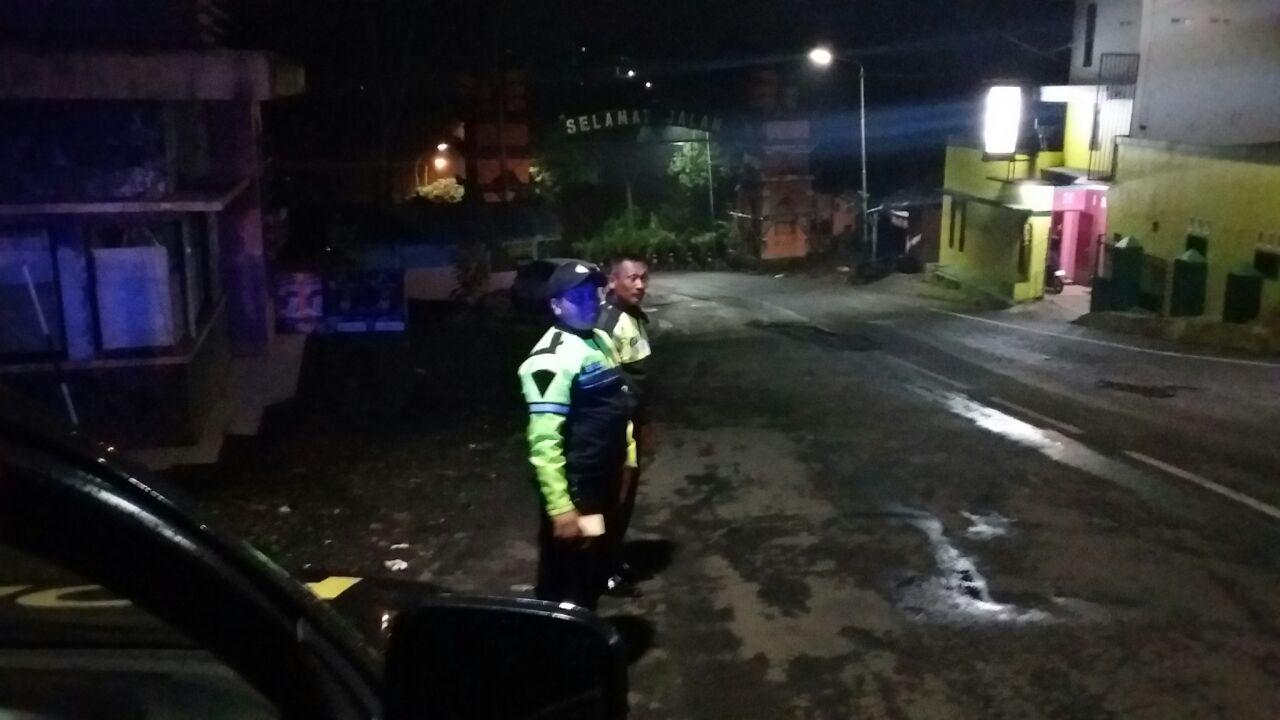 Anggota Unit Patroli Polsek Bumiaji Polres Batu Laksanakan Patroli Kemitraan Situasi Kamtibmas