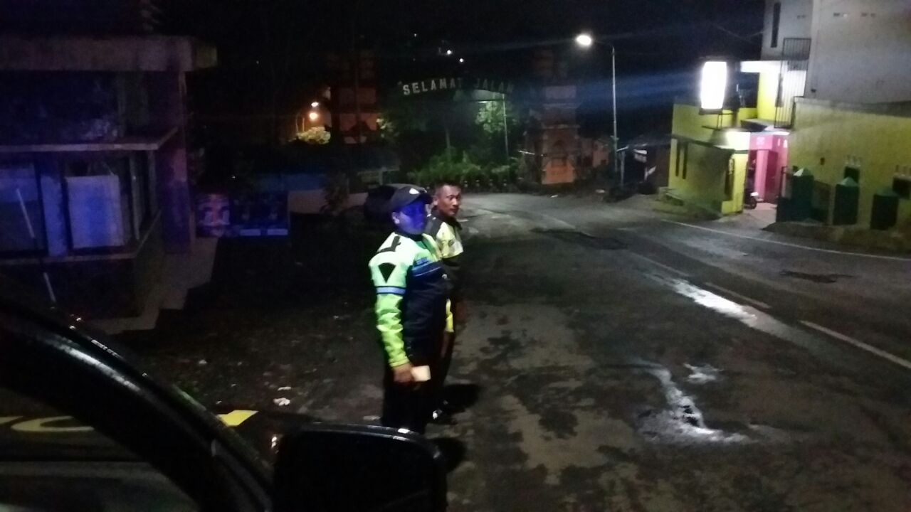 Anggota Unit Patroli Polsek Bumiaji Polres Batu Lakukan Patroli Kemitraan Kamtibmas Di Wilayah Hukum
