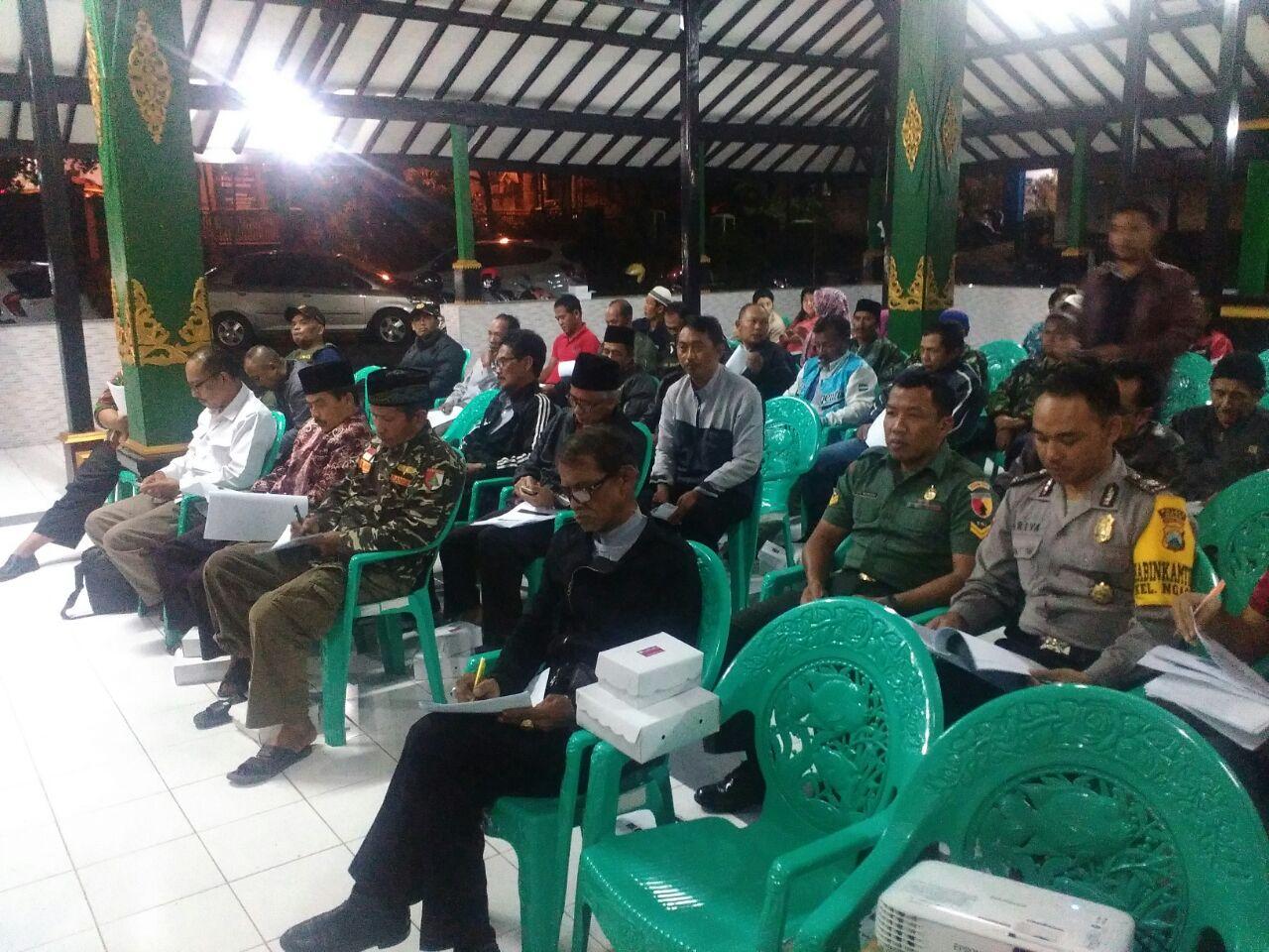 Patroli Keamanan, Anggota Bhabin Polsek Batu Polres Batu Hadir Kegiatan Di Balai Kecamatan