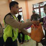 Bhabinkamtibmas Polsek Bumiaji Polres Batu Hadiri Giat Dan Partiipasi Dalam Pengamanan Paket Sembako