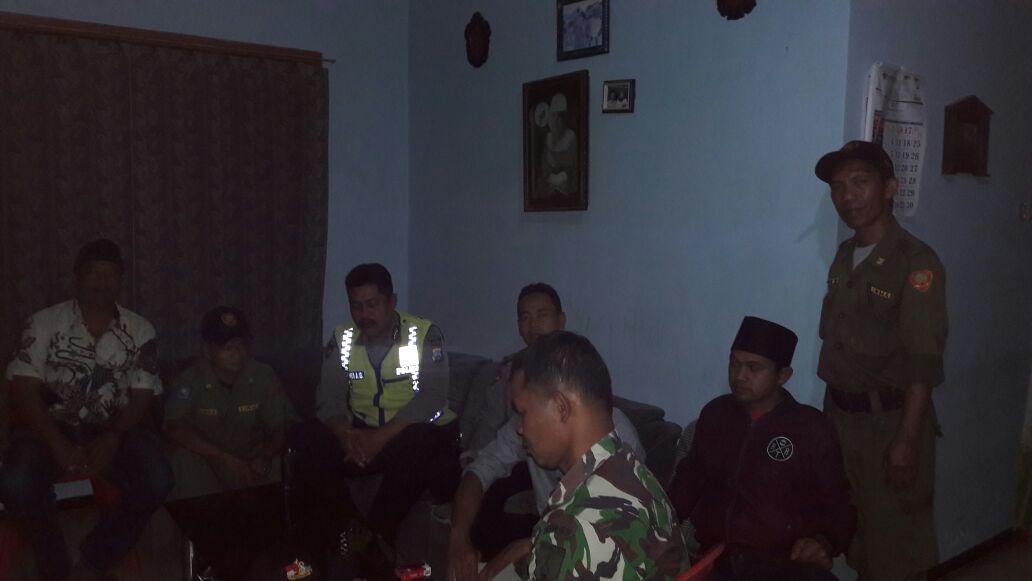 Anggota Polsek Junrejo Polres Batu Laksanakan Patroli Tatap Muka Dengan Warga Wilayah Junrejo-Beji