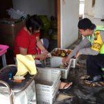 Anggota Bhabinkamtibmas Polsek Batu Polres Batu Lakukan Kunjungan Kemitraan Ke Unit Usaha Sari Apel