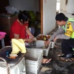 Anggota Bhabin Temas Polsek Batu Kota Polres Batu Melakukan Kunjung Kemitraan Pada Unit Usaha Sari Apel KWB