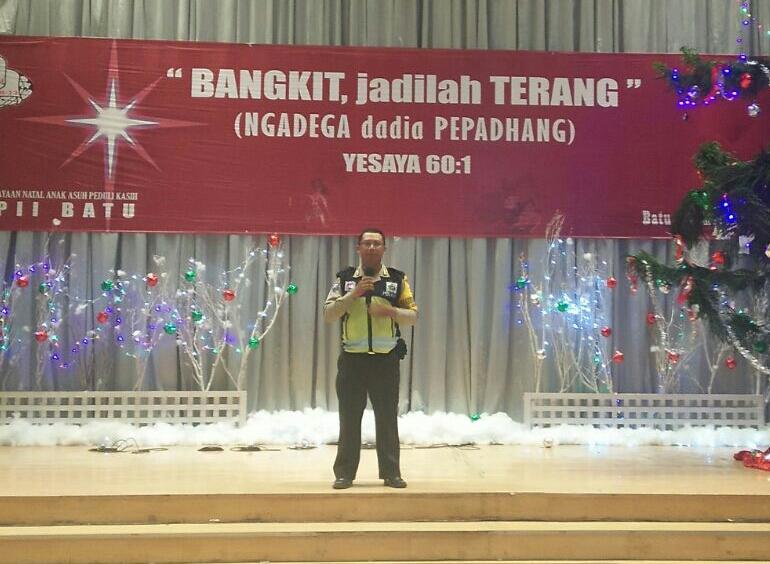 Anggota Bhabin Polsek Batu Kota Polres Batu Menyampaikan Pesan Kamtibmas Kepada Masyarakat Yang Merupakan Salah Satu Upaya Preemtif Polri