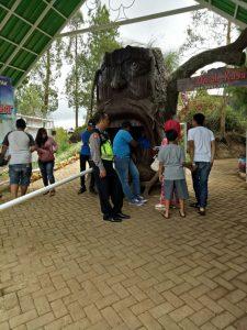 Bhabinkamtibmas Polres Batu Polsek Pujon Melaksanakan Patroli Wisata Di Desa Pandesari