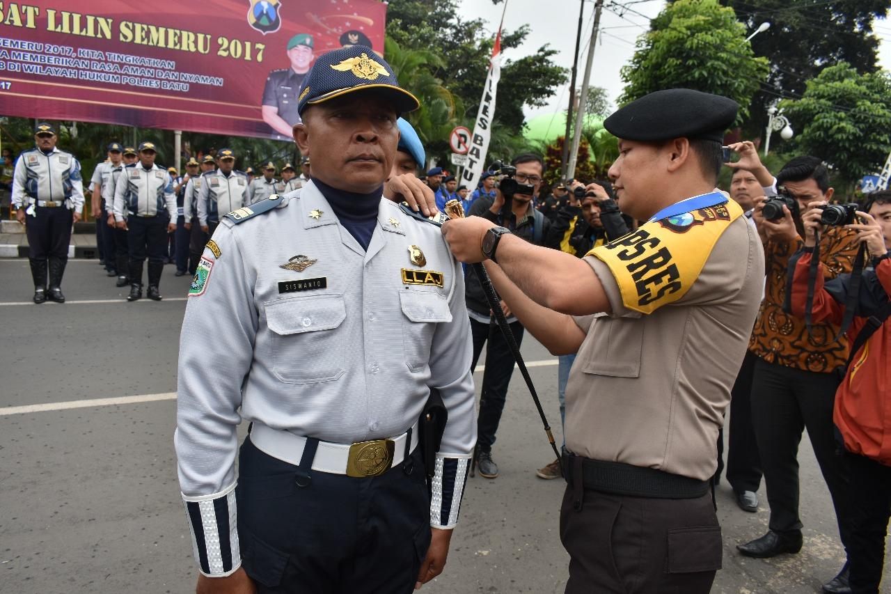 Gelar Pasukan Dalam Rangka Ops Lilin 2017 di Alun Alun kota Batu