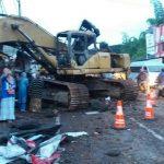 Anggota Polres Batu Memberikan Pelayanan Pemeriksaan Dan Giat Penanganan Laka Tunggal Di Jln, Ir Sukarno Kota Batu