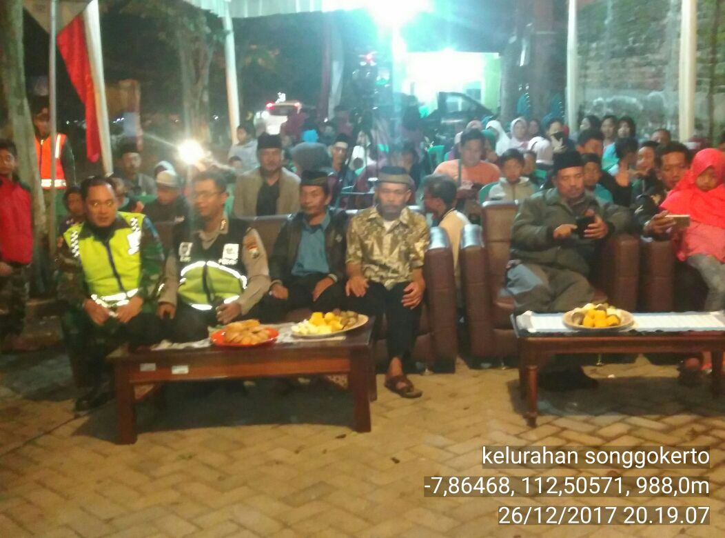Bhabin Polsek Batu Polres Batu Menghadiri kegiatan Bersih Desa/Kelurahan Songgokerto Ke 186 thn 2017