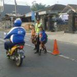 Anggota Polsek Pujon Polres Batu Gelar Poros Pagi di Objek Vital Berikan Pelayanan Masyarakat