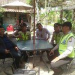 Anggota Bhabinkamtibmas Polsek Bumiaji Polres Batu Lakukan Giat Patroli ke Pemukiman Padat Penduduk Sampaikan Pesan Kamtibmas