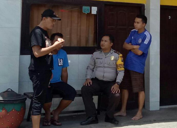 Anggota Polsek Batu Kota Polres Batu Melaksanakan Kunjungan Ke Tokoh Pemuda Dalam Rangka Sambut Pilgub Jatim 2018 Damai
