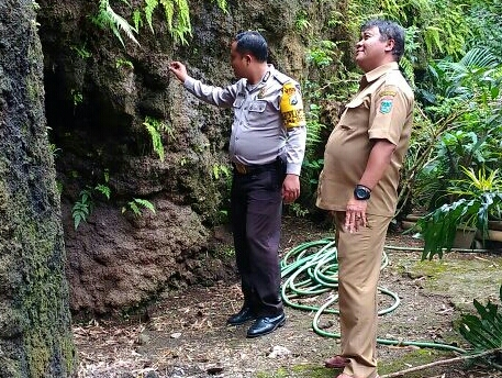 Anggota Desa Oro Oro Ombo Polsek Batu Kota Polres Batu Melaksanakan Giat Pengecekan Lokasi Rawan Bencana