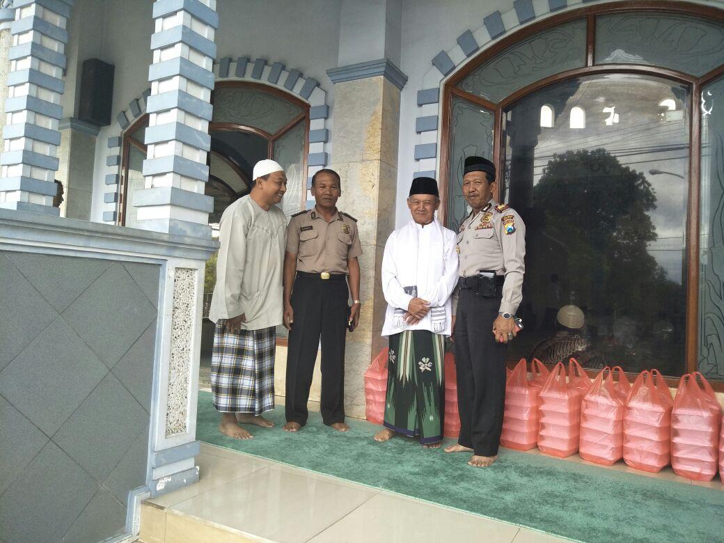Anggota Polres Batu Giatkan Jum'at Barokah Bekerja Sambil Beribadah