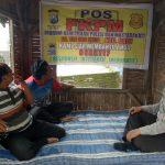 Anggota Bhabain Polsek Batu Sambang Pos FKPM Desa Binaan