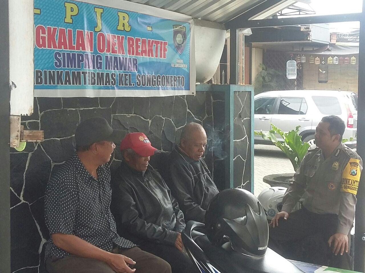 Anggota Bhabinkamtibmas Polsek Batu Kota Polres Batu Melaksanakan Giat Sambang Pangkalan Ojek Reaktif