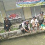 Anggota Bhabinkamtibmas Polsek Batu Kota Polres Batu Lakukan Patroli Di Tempat Budidaya Ikan Air Tawar Daerah Pesanggrahan